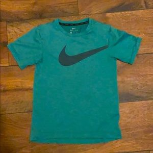 Nike green T-shirt short sleeve